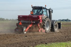 Maszyny rolnicze do uprawy roli, dystrybucji pasz