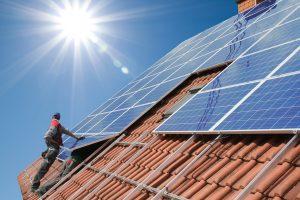 Systemy fotowoltaiczne – mini elektrownia na dachu